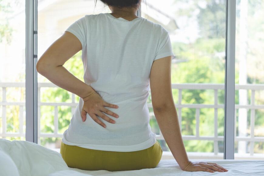 A insuficiência renal aguda apresenta como um de seus sintomas, a dor lombar.