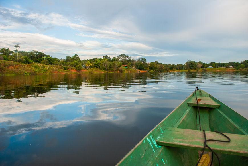 O principal rio da Bacia Amazônica é o Rio Amazonas.