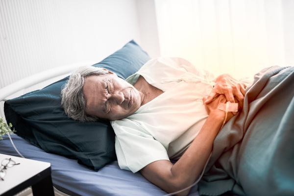 Dor abdominal e inflamação de órgãos são alguns sintomas da febre hemorrágica brasileira.