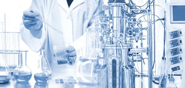 A fermentação é utilizada pela indústria para a produção de diversos produtos, como medicamentos.