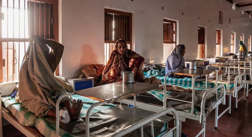 Por muitos anos, os doentes eram tratados em locais específicos, os hospitais-colônias, ficando isolados.