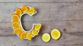 Rodelas de laranja sob forma em letra C