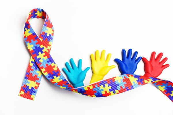 No 2 de abril, celebra-se o Dia Mundial de Conscientização do Autismo.