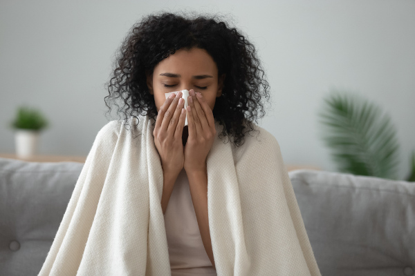 A COVID-19, a gripe e o resfriado são doenças respiratórias causadas por diferentes agentes.