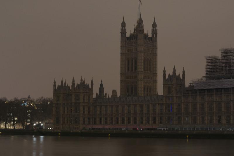 O ato de apagar as luzes durante a Hora do Planeta é uma forma de mostrar apoio ao combate ao aquecimento global.