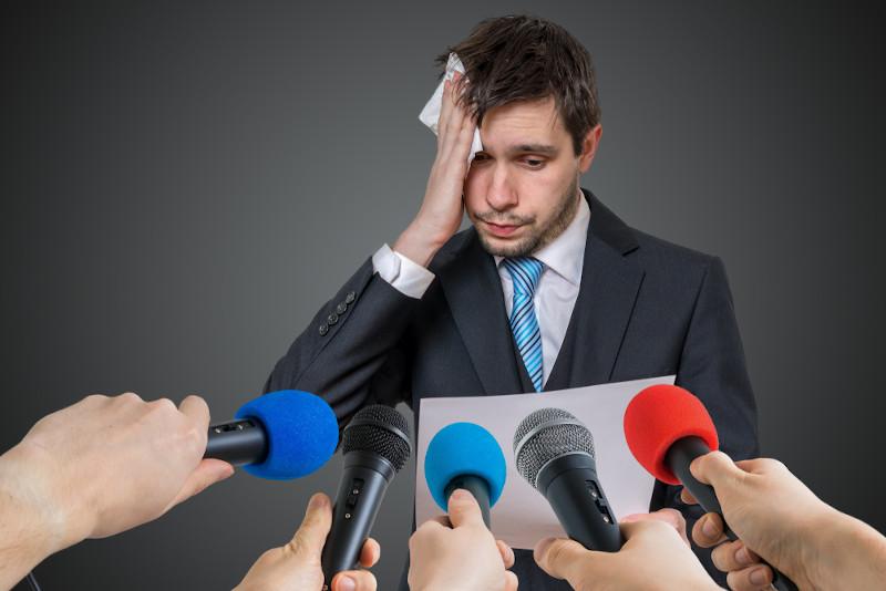 As pessoas que apresentam fobia social têm grande dificuldade de expressar-se em público.