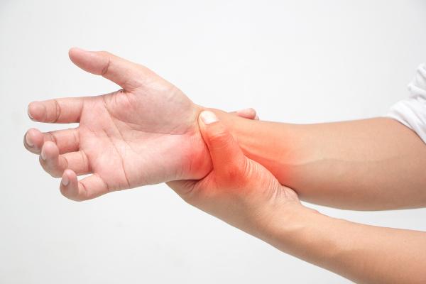 Dentre as manifestações do lúpus, podemos destacar as dores nas articulações.