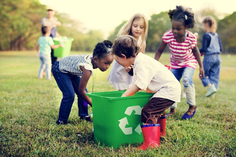 A preservação do meio ambiente é essencial para que os recursos naturais possam ser utilizados pelas gerações futuras.