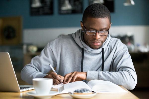 Planejamento e disciplina aumentam a produtividade e melhoram o desempenho em seus estudos.