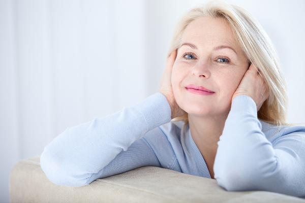 A menopausa é caracterizada pela suspensão definitiva da menstruação, encerrando-se, assim, a fase reprodutiva da vida da mulher.
