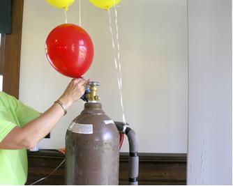 O gás hélio usado para encher balões é um gás nobre