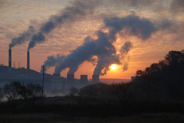 Emissão de gás carbônico por queima de combustíveis fósseis em indústrias