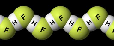 Ligações de hidrogênio entre moléculas de fluoreto de hidrogênio