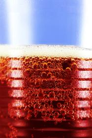 O gás dióxido de carbono é um óxido ácido que é utilizado em refrigerantes