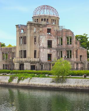 """""""The Atomic Bomb Done"""" (a cúpula da bomba atômica), monumento em memória dos que morreram com o lançamento da bomba atômica em Hiroshima"""