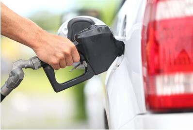 Abastecendo o carro com gasolina