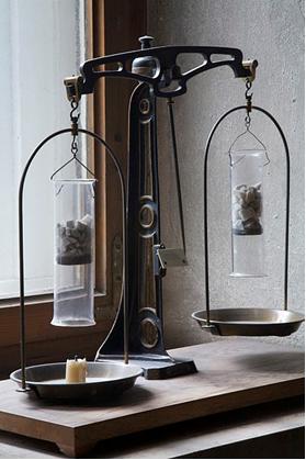 Balança de pratos usada por Lavoisier[1]