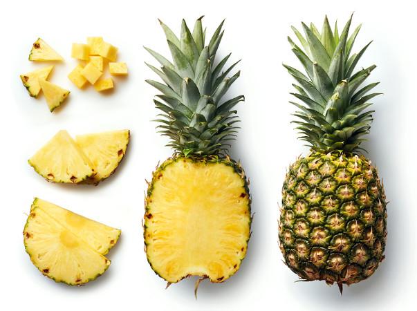 O abacaxi é um pseudofruto múltiplo. Sua parte comestível é originada do receptáculo e outras peças florais