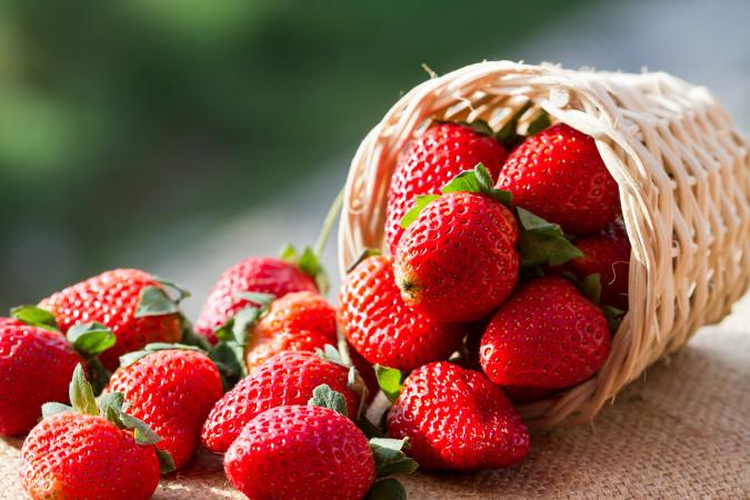 O morango é um pseudofruto composto cuja parte comestível é originada do desenvolvimento do receptáculo da flor