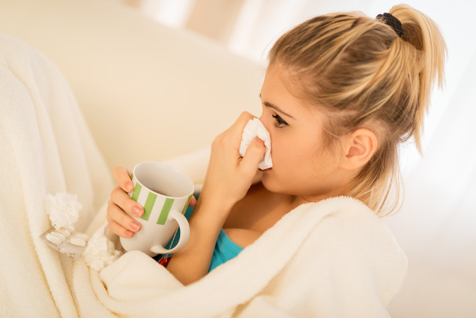 A gripe afeta o trato respiratório e apresenta como um de seus sintomas característicos a coriza