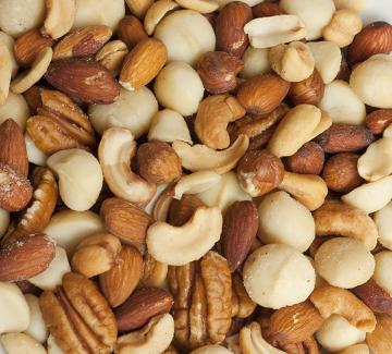 As castanhas são alimentos ricos em vitamina B1