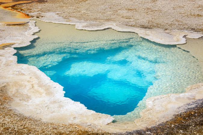 Certas bactérias de fontes termais obtêm energia da oxidação de compostos inorgânicos para a síntese de orgânicos