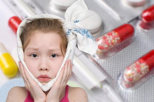 Criança apresentando quadro infeccioso de caxumba