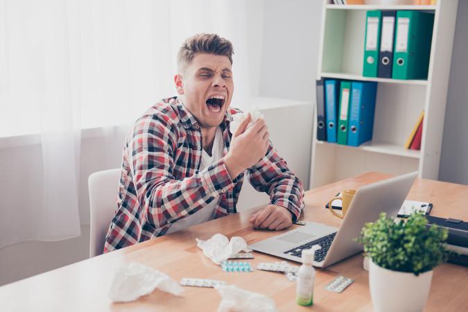 O espirro é uma resposta do organismo à entrada de partículas que causam irritação na mucosa nasal