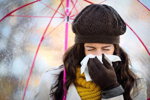 O resfriado apresenta-se muito menos intenso do que a gripe