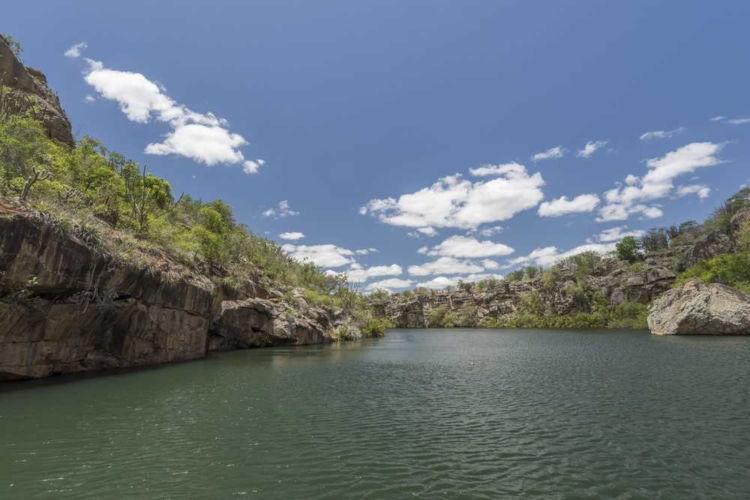 O Rio São Francisco é um dos maiores rios da América Latina e o maior rio totalmente brasileiro.