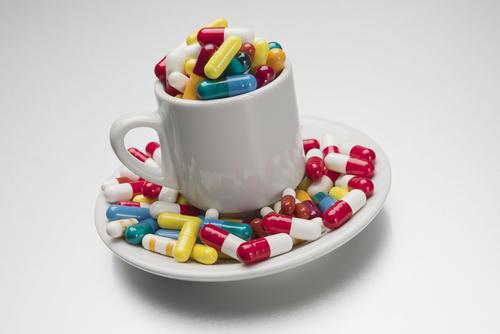 O uso irracional de medicamentos pode causar sérios riscos à saúde