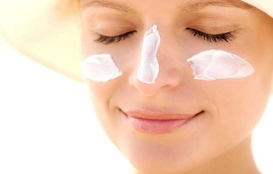 Pessoas com pele clara devem usar protetor solar com fator de proteção maior